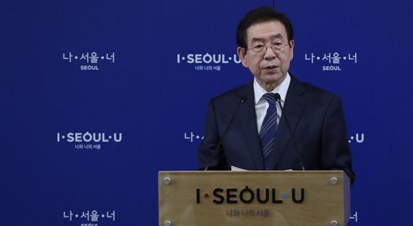 박원순 서울시장이 11월 21일 오전 서울시청에서 '미세먼지 시즌제'를 발표하고 있다.