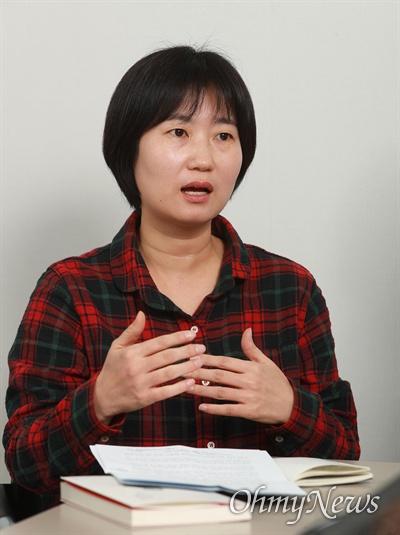 미디어나 일상 속 궁금한 성 이야기를 담은 책 <이런 질문, 해도 되나요?>의 오마이뉴스 최은경 기자.