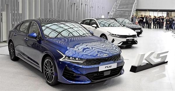 기아자동차가 3세대 K5를 21일 사전 공개했다.