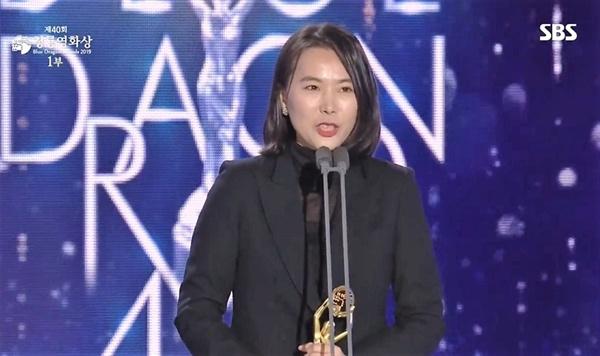 40회 청룡영황상 각본상을 수상한 <벌새> 김보라 감독