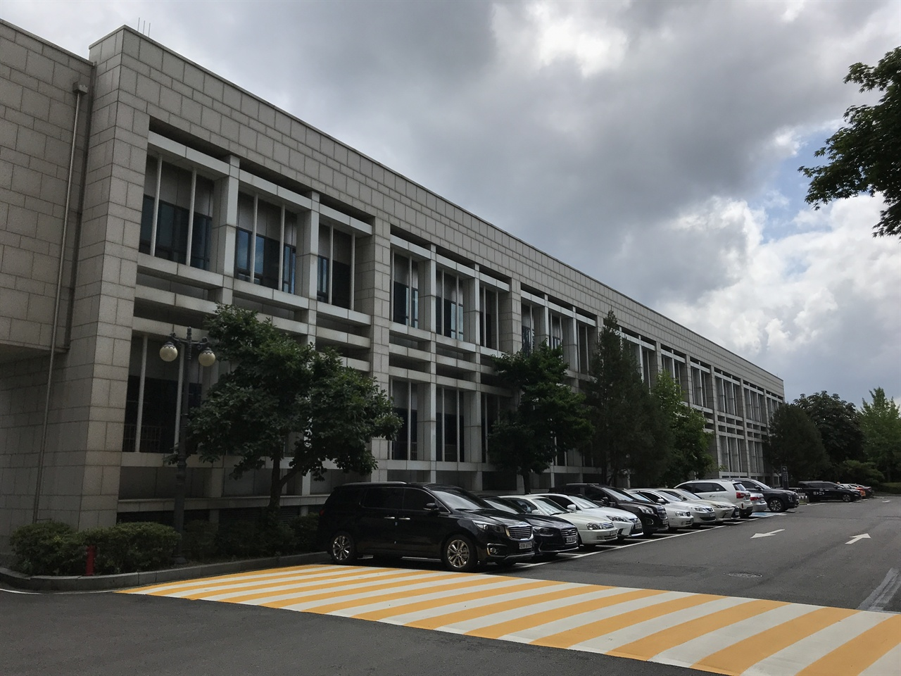 국립중앙도서관 자료보존관 2000년에 완공된 국립중앙도서관의 자료보존관. 국립도서관 초대 부관장 박봉석을 기려 '용재관'으로 명명하려 했던 건물이다.
