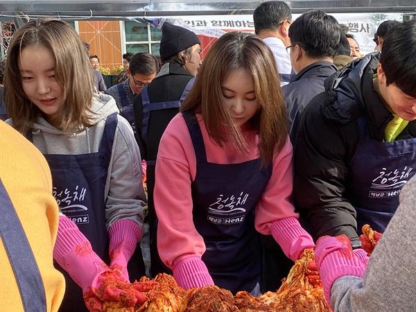 23일 오전 구로구청에서 열린 '영화인 김치 나누기 행사'에 참석한 배우 손은서