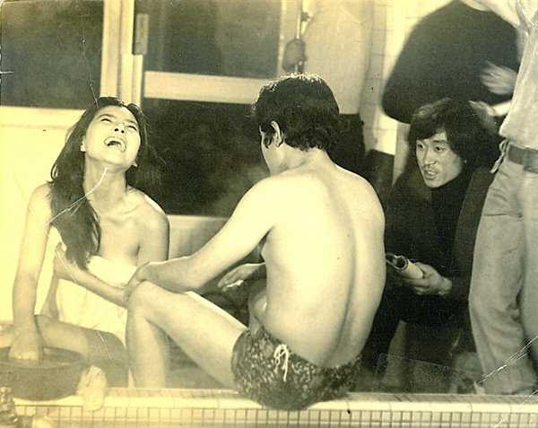 1975년 <영자의 전성시대>를 촬영 현장
