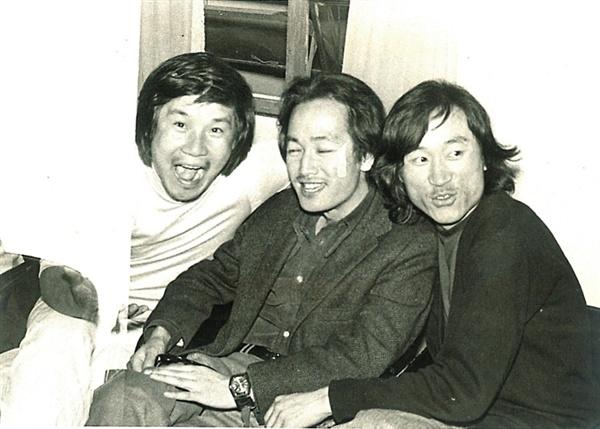 1975년 '영상시대' 회원 이장호 감독, 하길종 감독, 김호선 감독