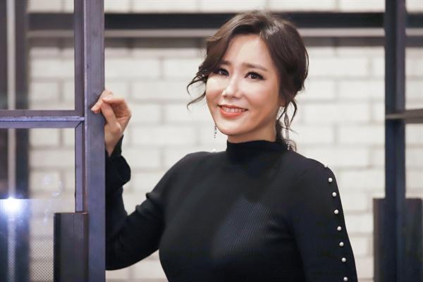 레베카 댄버스 부인 역 신영숙