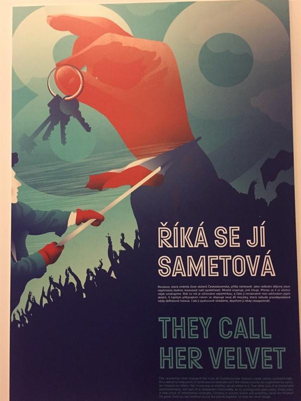 벨벳혁명 전시회를 알리는 포스터 벨벳혁명 전시회를 알리는 포스터. 사회주의 체제의 종말을 선언하며 수십만의 체코 시민들이 열쇠를 흔드는 퍼포먼스를 벌인 이후로, 열쇠는 벨벳혁명의 상징이 되었다.
