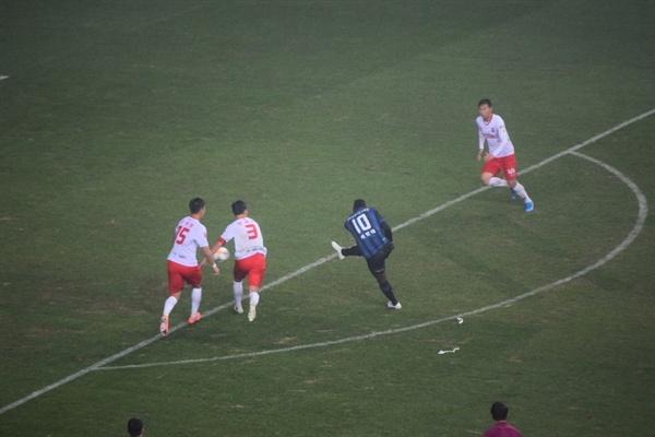 88분, 인천 유나이티드 골잡이 케힌데가 멋진 터닝 발리 슛으로 쐐기골을 성공시키는 순간