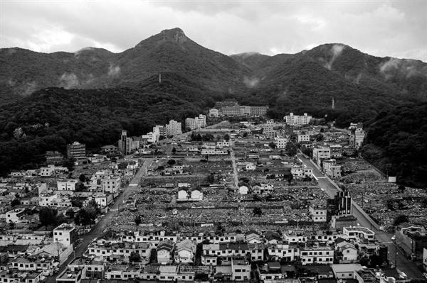 '만덕5지구'는 한국토지주택공사(LH) 주거환경개선사업이 진행된 곳이다. 주거권을 주장하며 철거를 반대하던 주민들과 갈등이 있었다. 현재는 아파트 공사가 한창이다.