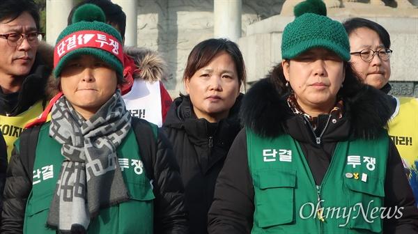 25일 오후 서울 광화문 광장 및 서울 청와대 분수대 앞에서는 위험의 외주화 반대 간담회 및 기자회견이 진행됐다.
