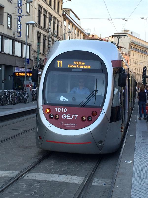 피렌체 트램   로마의 트램보다 훨씬 깨끗하고 신형이다