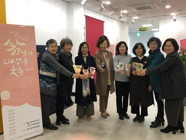 옷으로 쓰는 자서전 프로젝트 참여자 단체사진