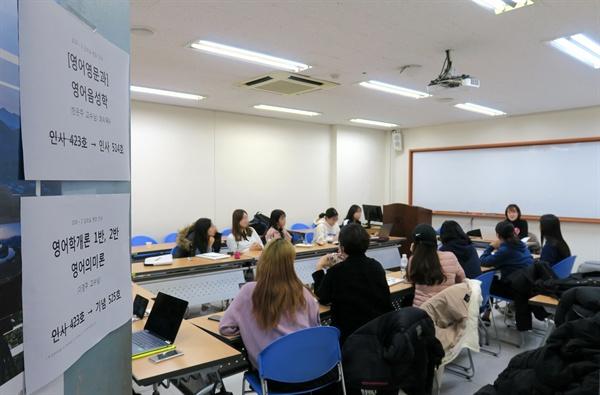 지난 20일 '미디어 인터뷰 교육을 위한 저널리스트' 양성 수업을 듣고 있는 서울여대 학생 15명과 '염치'를 주제로 1시간 30분 동안 이야기를 나눴다.