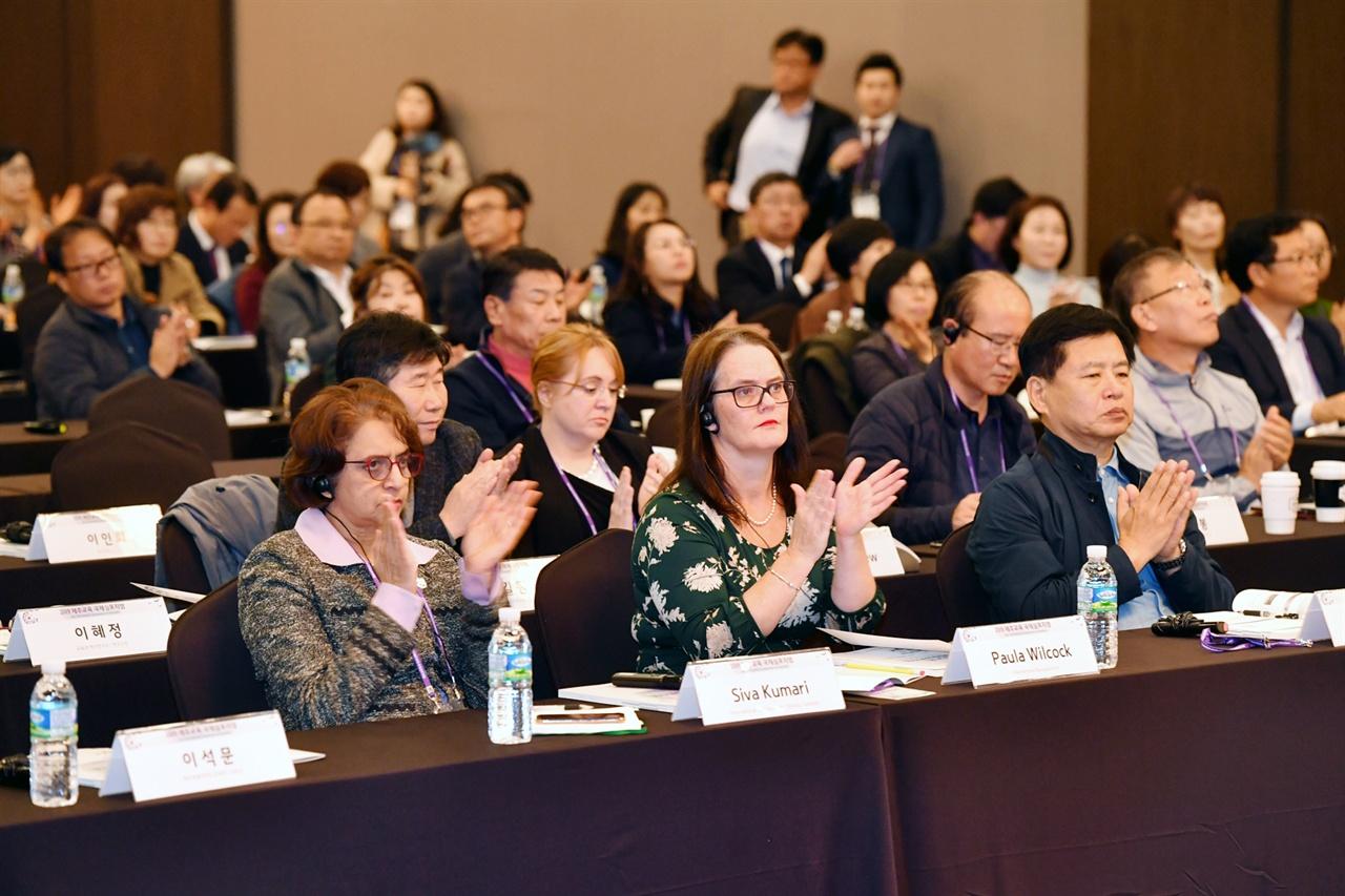 제주교육 국제심포지엄에 참석한 국내외 교육 관계자들