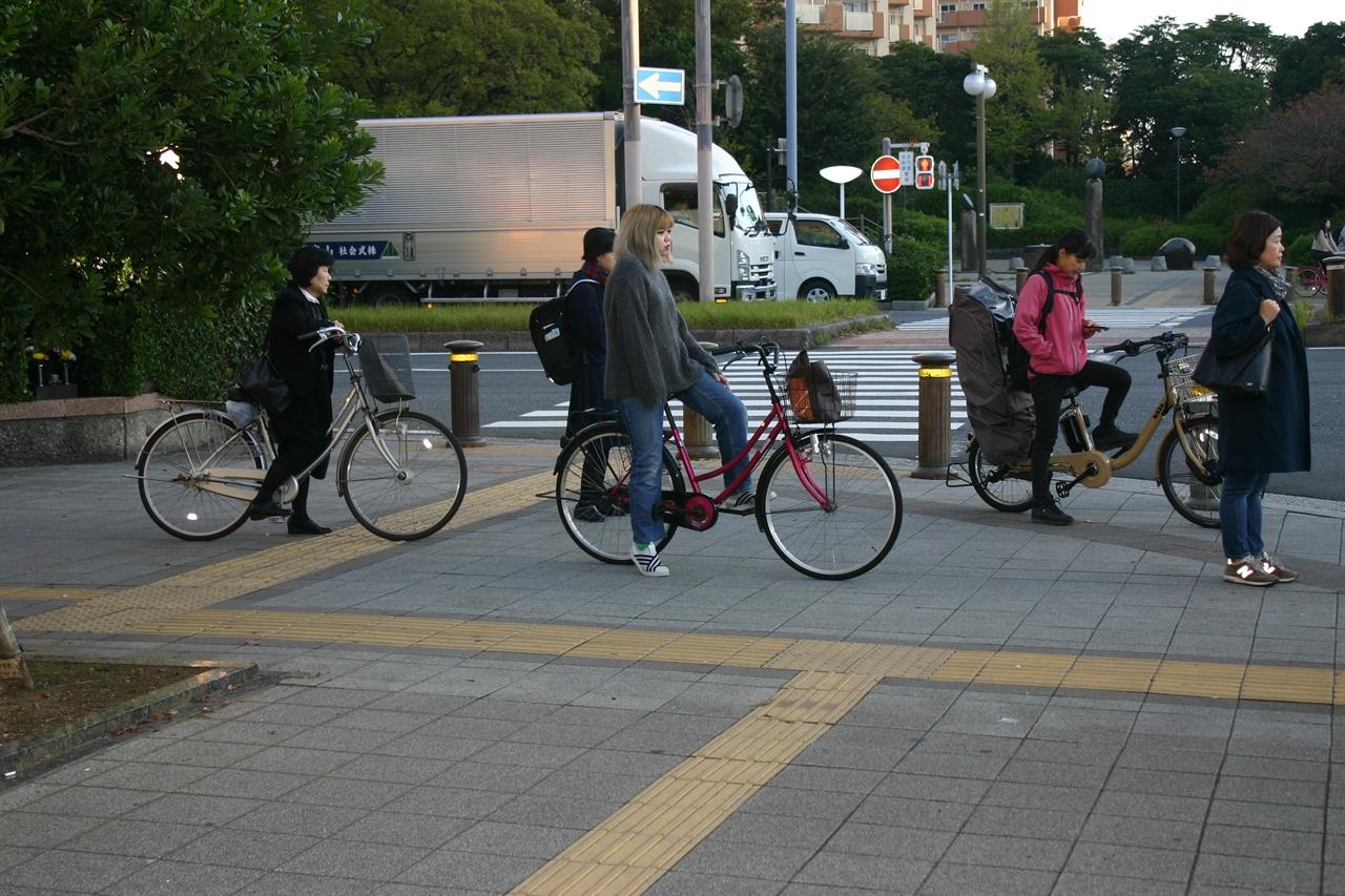 도쿄시민들의 출근 모습