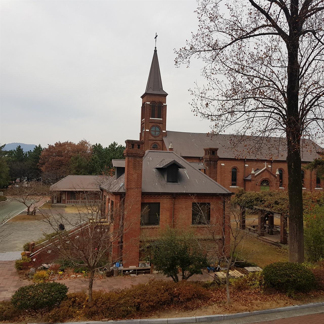 고풍스런 분위기 자아내는 경북 왜관 성베네딕토 수도원 전경