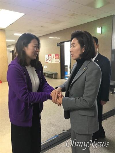 태호 엄마 이소현씨를 만난 나경원 자유한국당 원내대표.