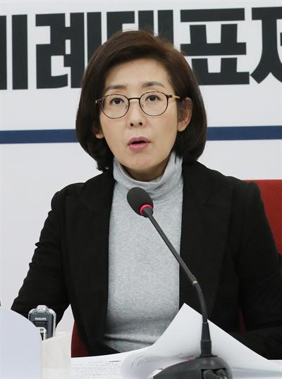 자유한국당 나경원 원내대표가 1일 오후 서울 여의도 국회 원내대표실에서 기자회견을 하고 있다.