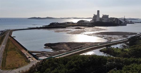 바다를 막아 석탄재를 매립중인 보령화력의 석탄재매립장