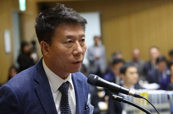 김태호 서울교통공사 사장이 10월 17일 오전 서울시청에서 열린 국회 국토교통위 국정감사에서 의원들의 질의에 답하고 있다.