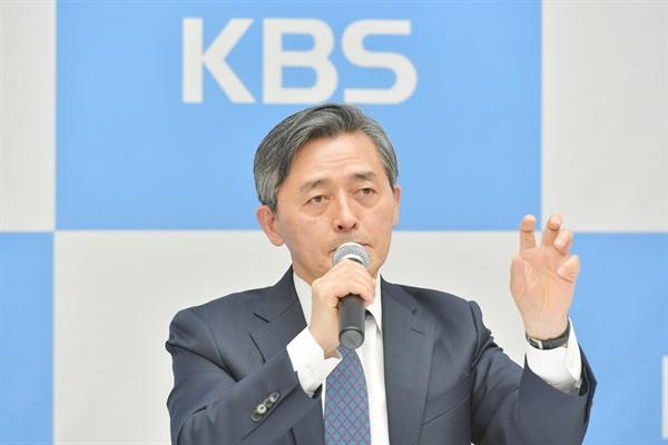 2일 오전 서울 여의도 KBS 신관에서 진행된 기자간담회에서 양승동 KBS 사장이 기자들의 질문에 답하고 있다.