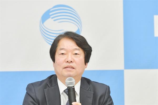 2일 오전 서울 여의도 KBS 신관에서 진행된 기자간담회에서 임병걸 전략기획실장이 기자들의 질문에 답하고 있다.