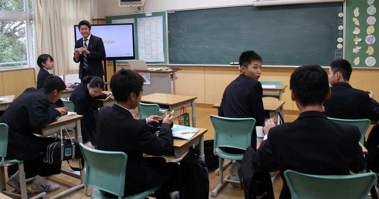 후쿠오카조선학교 중급부 한 교실의 수업시간. 학생들의 표정은 여유로웠고 진지했다. 이따금 웃음소리도 터졌다.