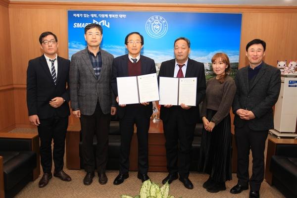 경상대학교는 12월 4일 오전 총장실에서 몽골 이데르대학교와 우호증진 및 교육ㆍ학술 교류 활성화를 위한 협약을 체결했다.
