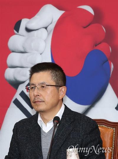자유한국당 황교안 대표가 5일 오전 국회에서 최고위원회의를 주재하고 있다.
