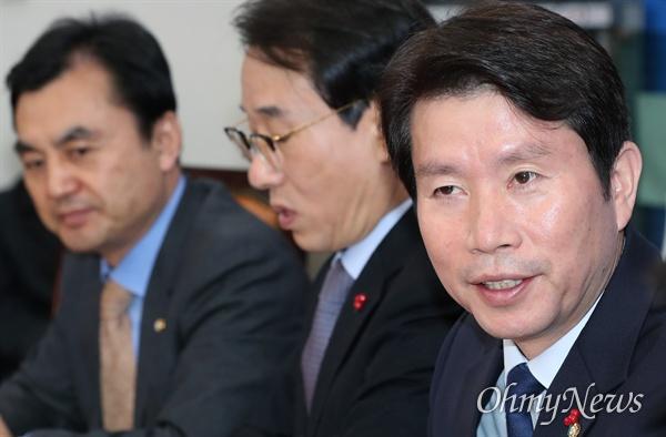 더불어민주당 이인영 원내대표가 5일 오전 국회에서 정책조정회의를 주재하고 있다.