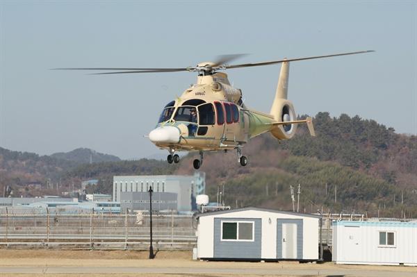 한국항공우주산업㈜이 수행한 소형민수헬기(LCH) 국내 제작 시제기의 초도비행시험.