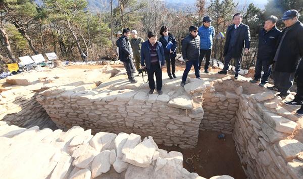 거창 가조면 석강리 산 154번지 일원의 가야시대 고분.