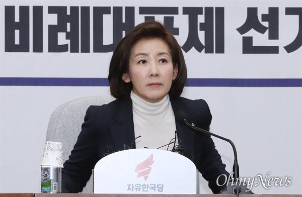 자유한국당 나경원 원내대표가 6일 오전 국회에서 마지막 원내대책회의를 주재하고 있다.
