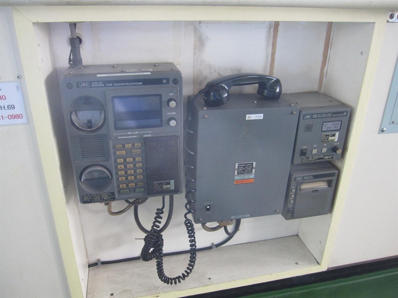 세월호 조타실 앞쪽에 설치된 VHF