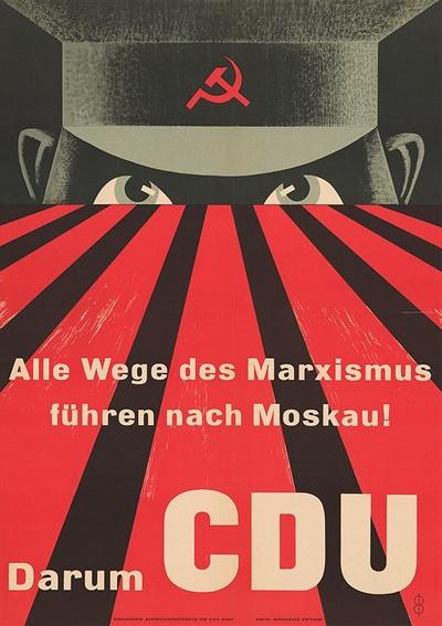 """1953년 서독 연방의회 선거 포스터. 콘래드 아데나워 총리가 이끄는 기민당은 표면상 마르크스주의를 철회하지 않은 사민당을 겨냥해 """"모든 마르크스주의자의 길은 모스크바로 통한다. 그러니 기민당에 투표하라""""고 선전했다."""