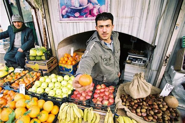과일 가게 청년 얼마나 자주 권하면 로드리고는 '여행객들을 먹일 생각만 하는 주인들'이라고 표현 했을까