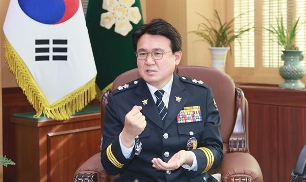 고래고기 환부 사건을 두고 검찰에 대한 경찰 수사를 지휘한 황운하 전 울산지방경찰청장(대전지방경찰청장)