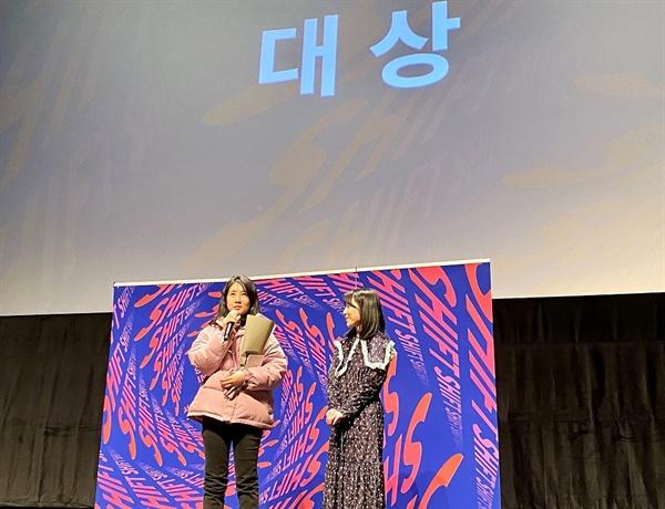 2019 서울독립영화제 대상 수상작인 <입문반> 김현정 감독과 한혜지 배우