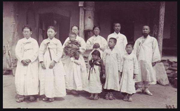 베버신부가 찍은 안중근의사 유가족의 사진