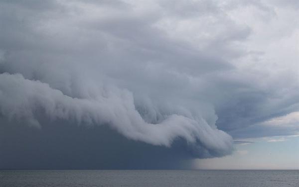 폭풍이 바다로 몰려오고 있다. 허리케인이나 태풍 같은 폭풍이 바닷속 지형에서 지진을 유발할 수 있다는 사실이 세계 최초로 밝혀졌다.