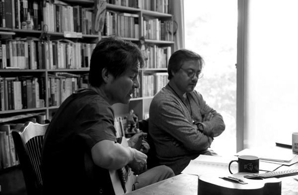 싱어송라이터 김현성 (왼쪽), 시인 임의진