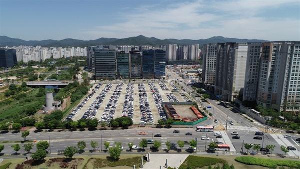 현재 임시주차장으로 사용되고 있는 8천억원대의 삼평동 641번지