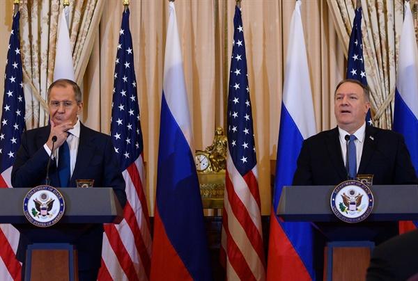 10일(미국 현지시각) 미-러 외무장관 회담을 마친 폼페이오 미 국무장관(오른쪽)과 라브로프 러 외무장관.