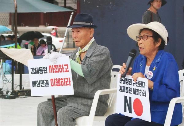 강제동원 피해자 이춘식, 양금덕 어르신 2019년 8월 15일, 시청광장에서 열린 강제동원 문제해결을 위한 시민대회에서, 참가자들앞에서 발언하시는 모습