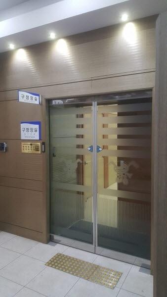 인천 중구의회 2020년 예산과 행감이 열리는 회기 중에 중국으로 출장을 떠나 '행감 면피' 의혹을 받고 있는 홍인성 중구청장의 사무실.