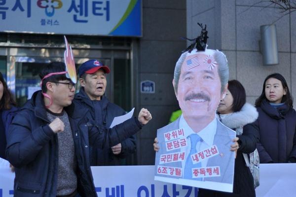 부산경남주권연대, 부산경남대학생진보연합은 12일 오후 주부산 미영사관 앞에서 '해리스 규탄' 기자회견을 열었다.