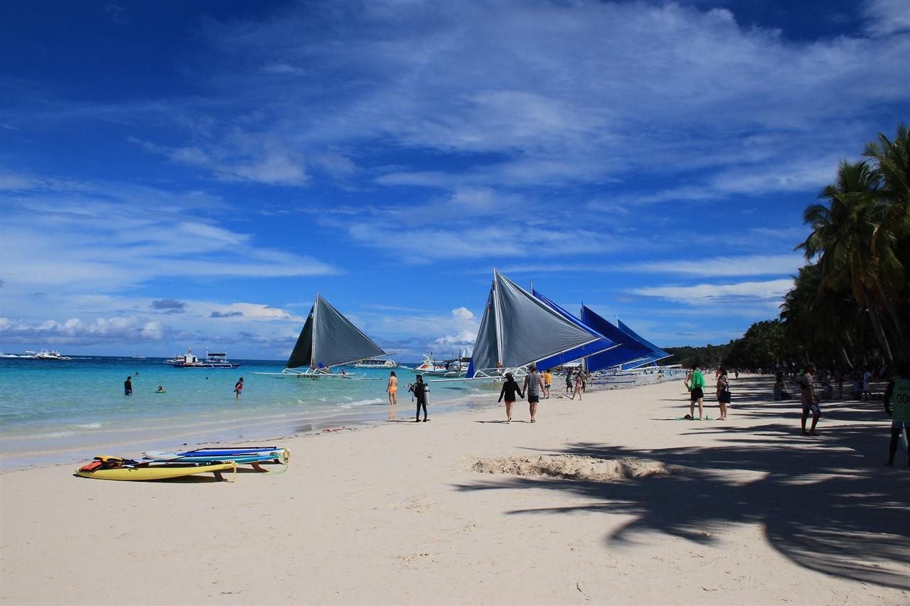보라카이 섬 화이트비치의 아름다운 모습