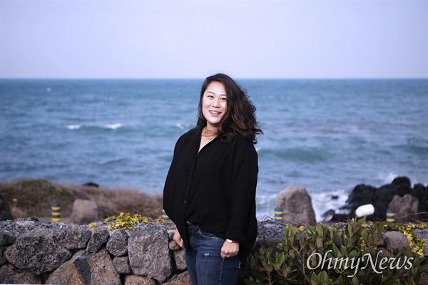제주 바다에 선 제주 최연소 해녀 지난 11월 27일 제주의 최연소 해녀 정소영(35)씨가 오마이뉴스와 만나 인터뷰하고 있다.