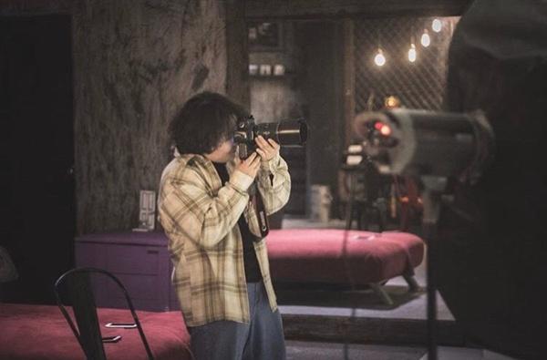 촬영하는 전보라 작가의 모습