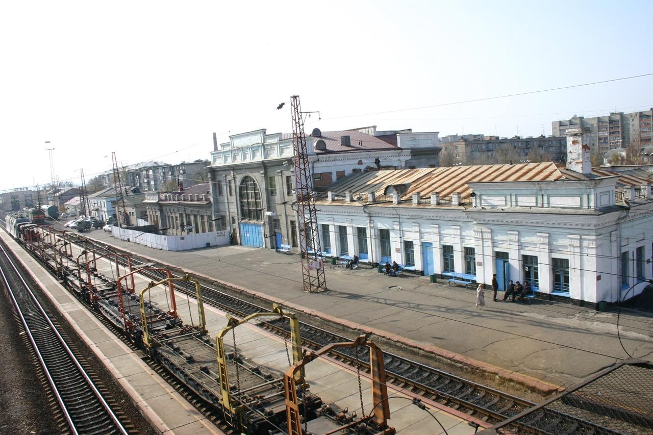 안중근 의사가 하얼빈 행 열차로 갈아탄 우수리스크 역으로 아직도 당시의 모습이었다.