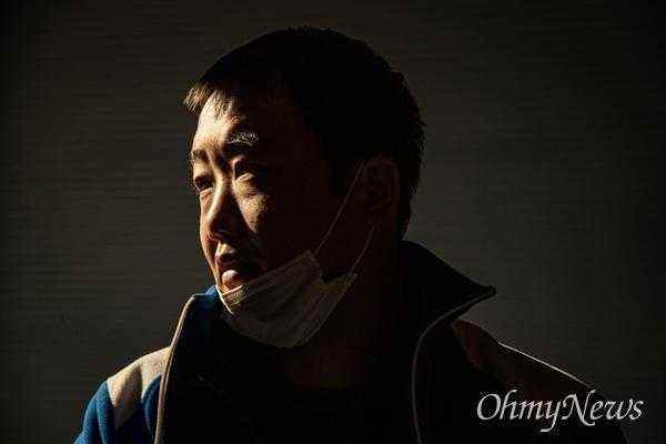 김종일씨는 월성원자력발전소에서 비정규직 파견업체 소속으로 일했다. 김씨는 그 후 암이 발병했고 원인을 원전에서 피폭과 관련이 있다고 판단해 산업재해신청을 했으나 1심에서 패소 했다.